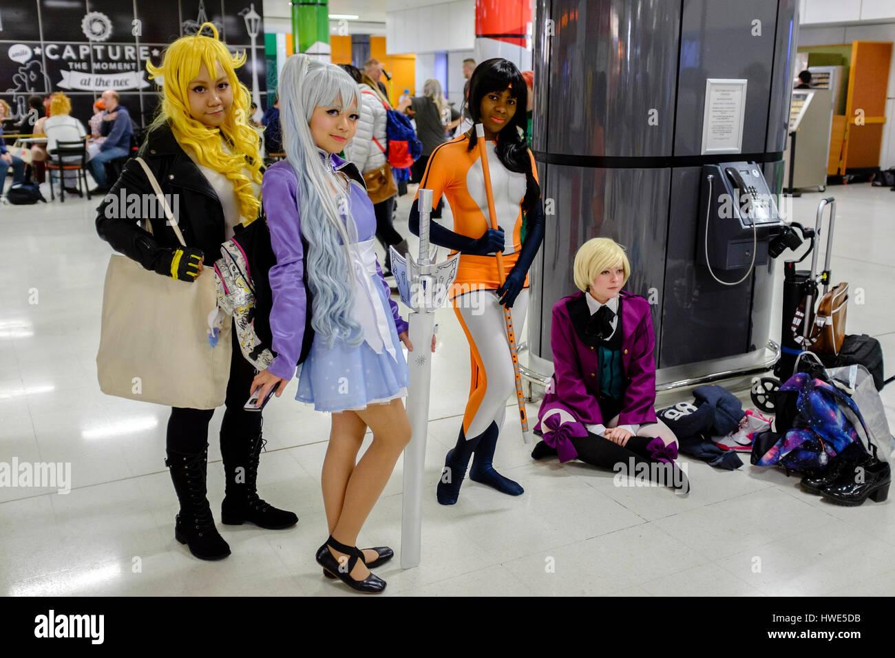 Besuchen Gruppe Junger Frauen In Anime Kostume MCM Comic Con Birmingham Grossbritannien 2017