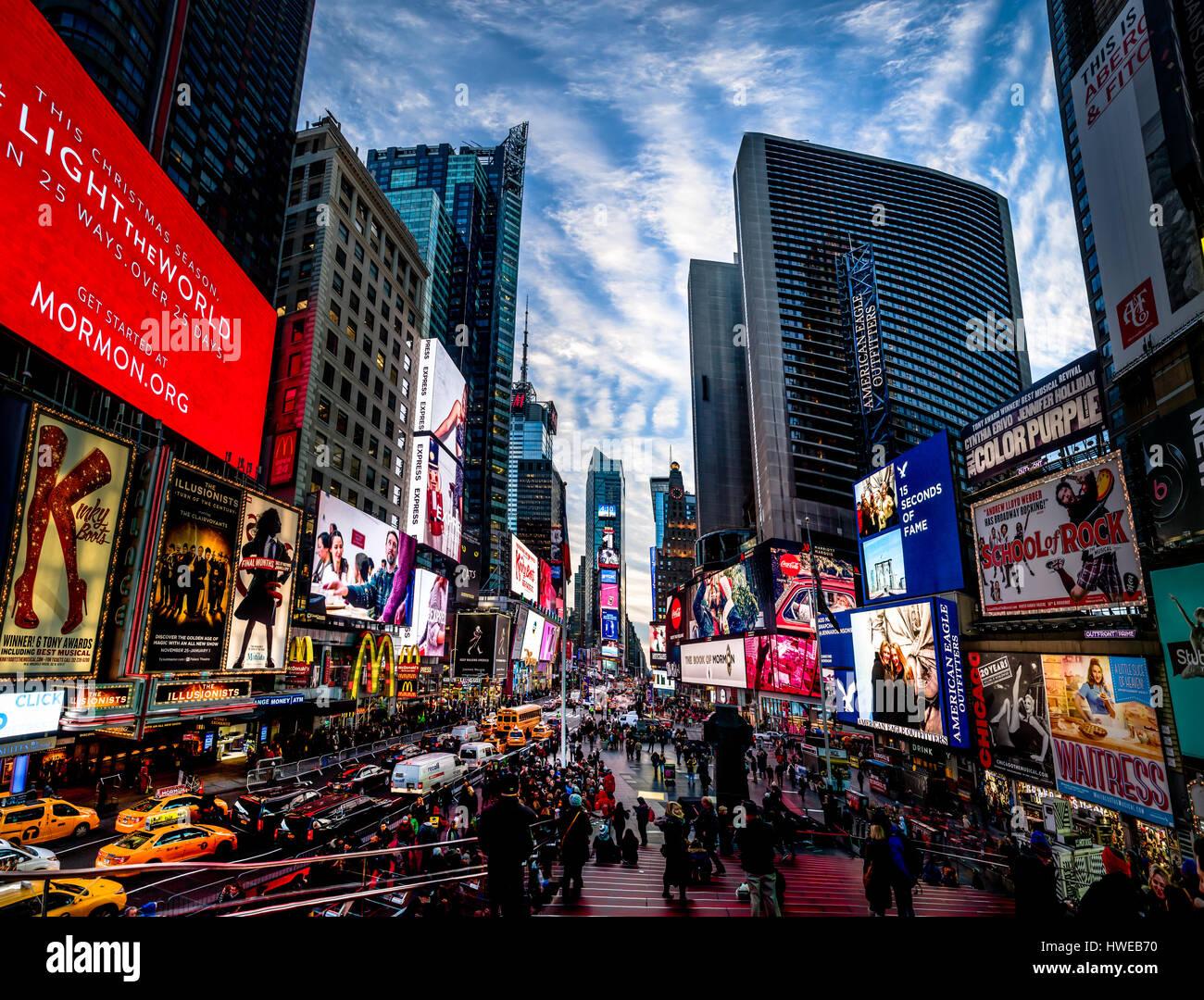 Times Square bei Sonnenuntergang - New York, USA Stockbild