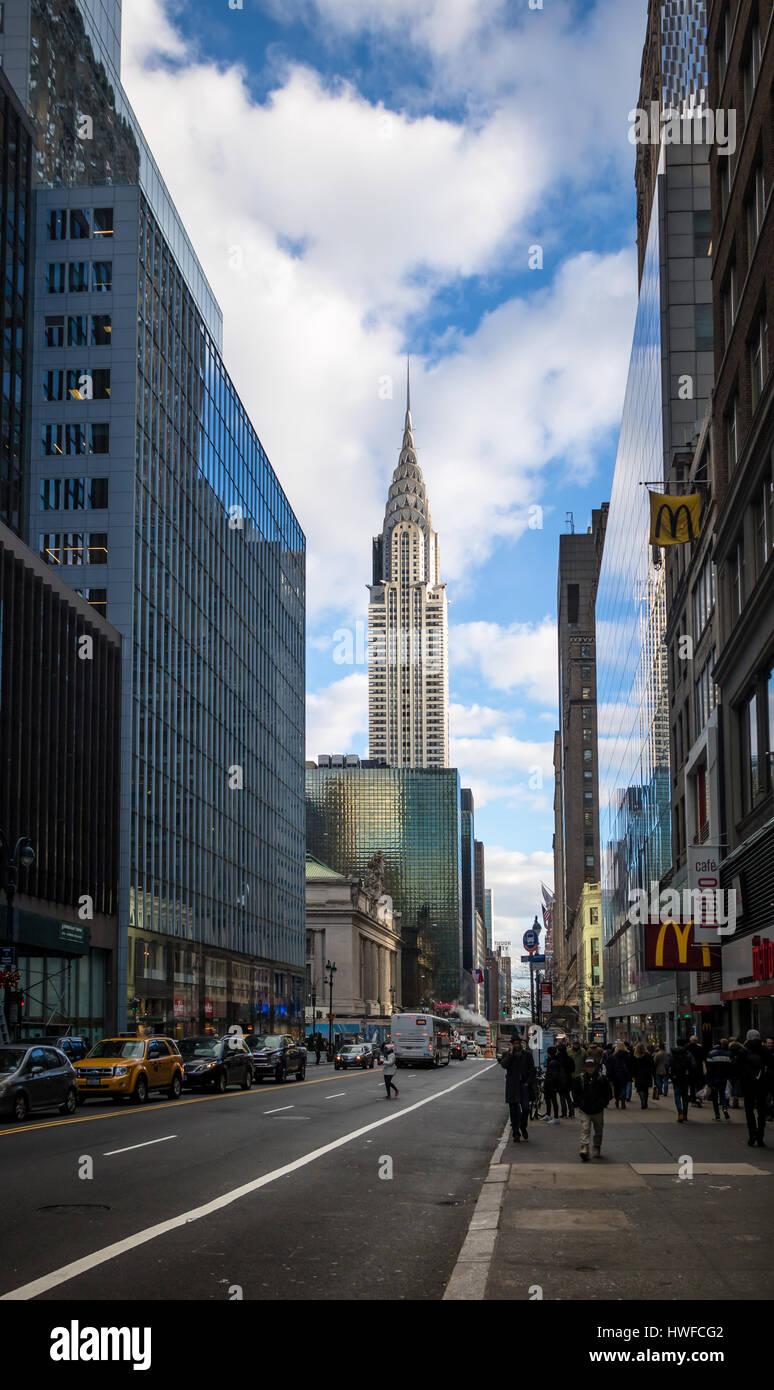 42nd Street in Manhattan und das Chrysler Building - New York, USA Stockbild