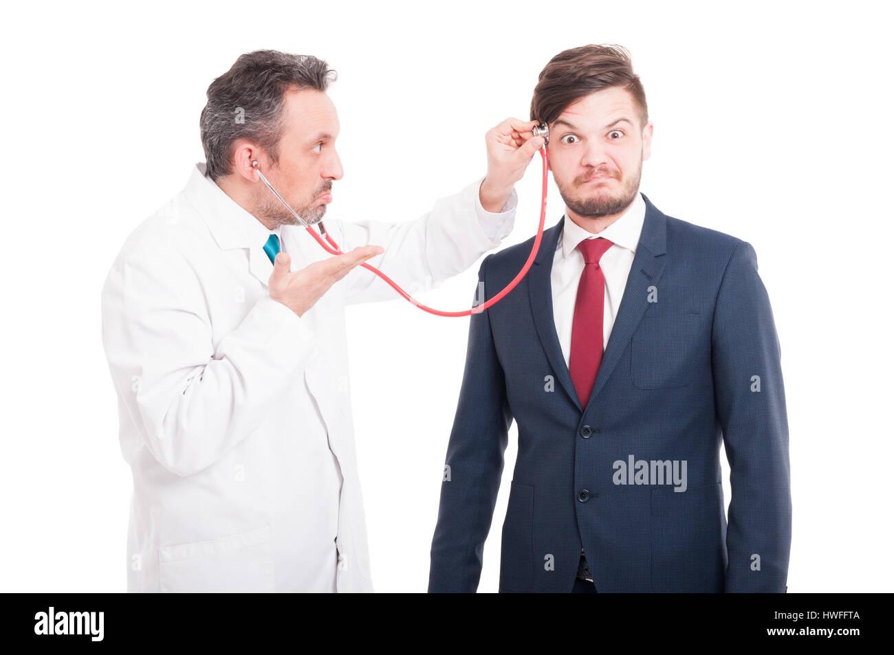 Professionelle Medic Cheking Leiter des wahnsinnigen Anwalt für Gehirn Probleme isoliert auf weißem Hintergrund Stockbild