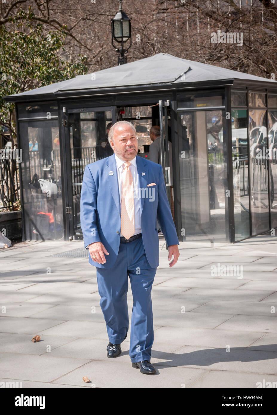 New York, USA. 21. März 2017. Ehemaliger NYPD Detektiv und jetzt Privatdetektiv Bo Dietl kündigt seinen Stockbild