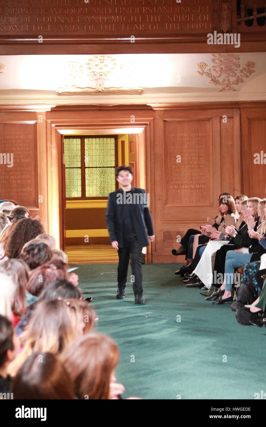 Februar Fashion Week Stockfotos & Februar Fashion Week ...