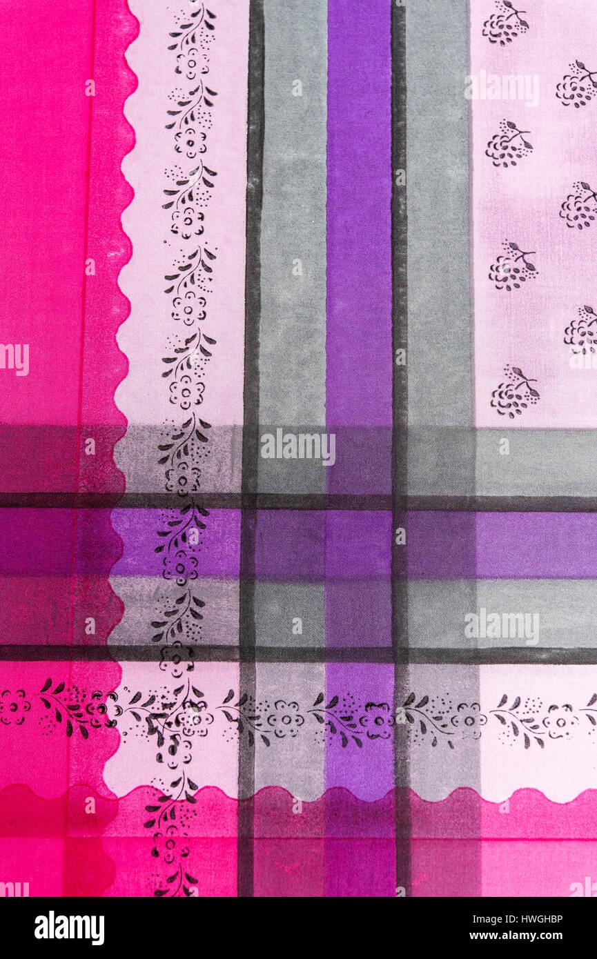 Blockieren Sie drucken, fertigen Muster mit Farbe und Streifen auf straffe Stoff, Bad Aussee, Steiermark, Österreich Stockfoto
