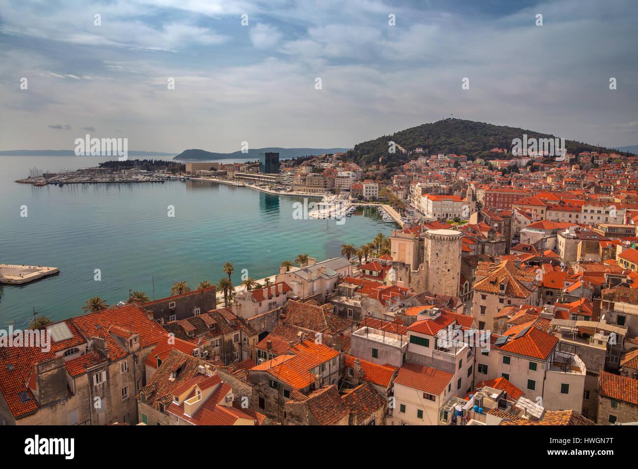 Split, Kroatien. Schöne romantische Altstadt von Split an einem sonnigen Tag. Kroatien, Europa. Stockbild