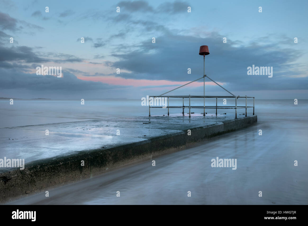 Wellenbrecher, Bournemouth, Dorset, England, UK Stockbild