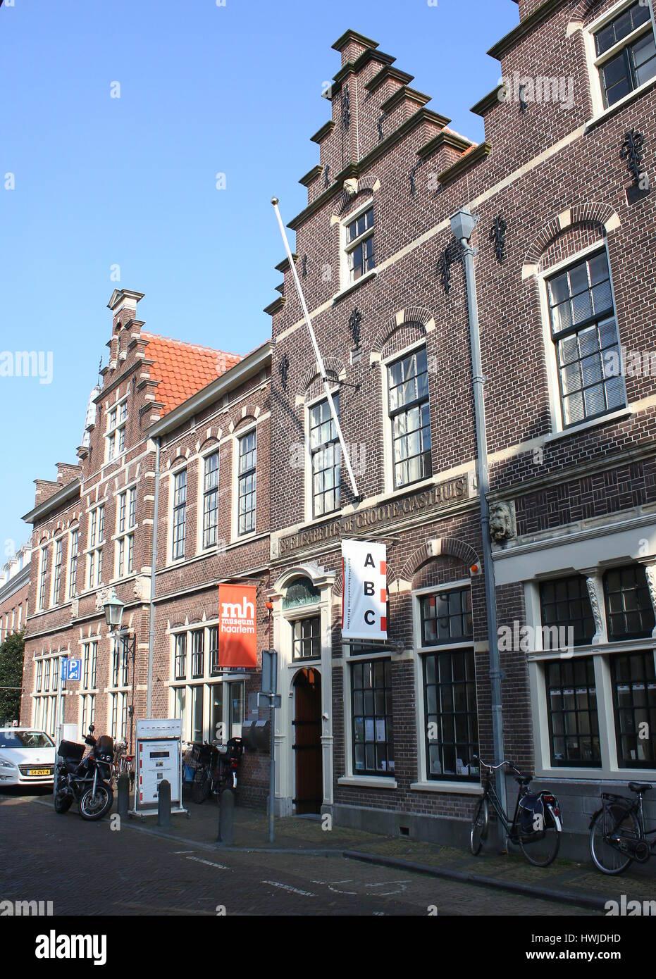 Historisch Museum Haarlem, städtische historische Museum in Groot Heiligland Street in der Innenstadt von Haarlem, Stockbild