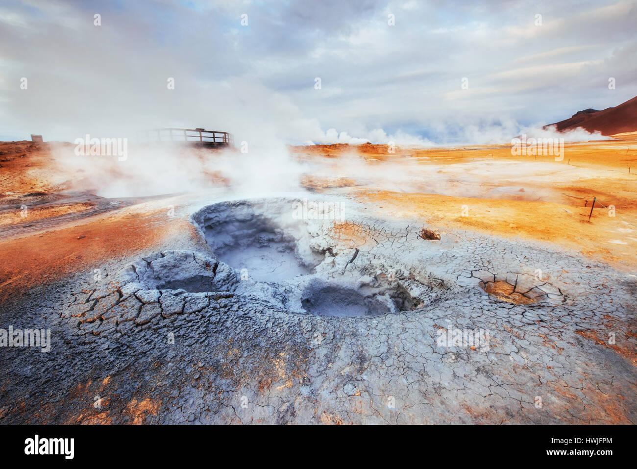 Fumarole Feld in Namafjall Island. Beauty-Welt Stockbild