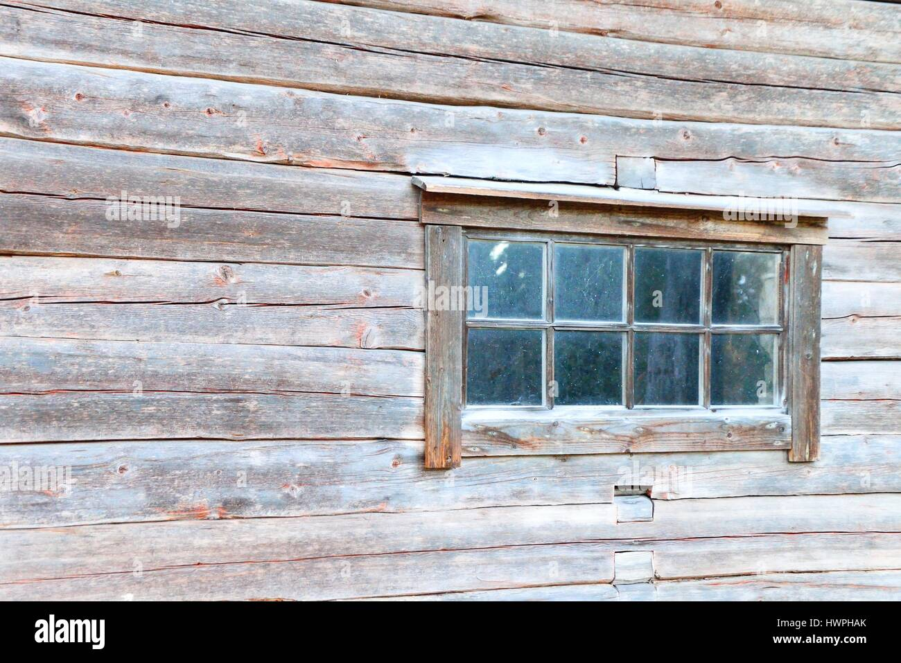alte haus protokollfenster mit rustikalen rahmen finnland stockfoto bild 136335547 alamy. Black Bedroom Furniture Sets. Home Design Ideas