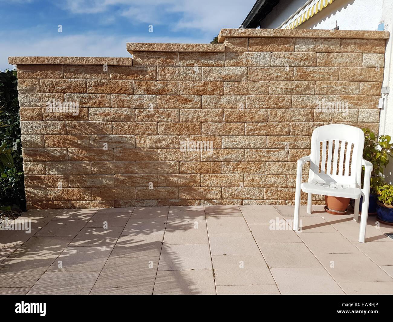 sichtschutz mauer gemauert stockfoto bild 136357726 alamy. Black Bedroom Furniture Sets. Home Design Ideas