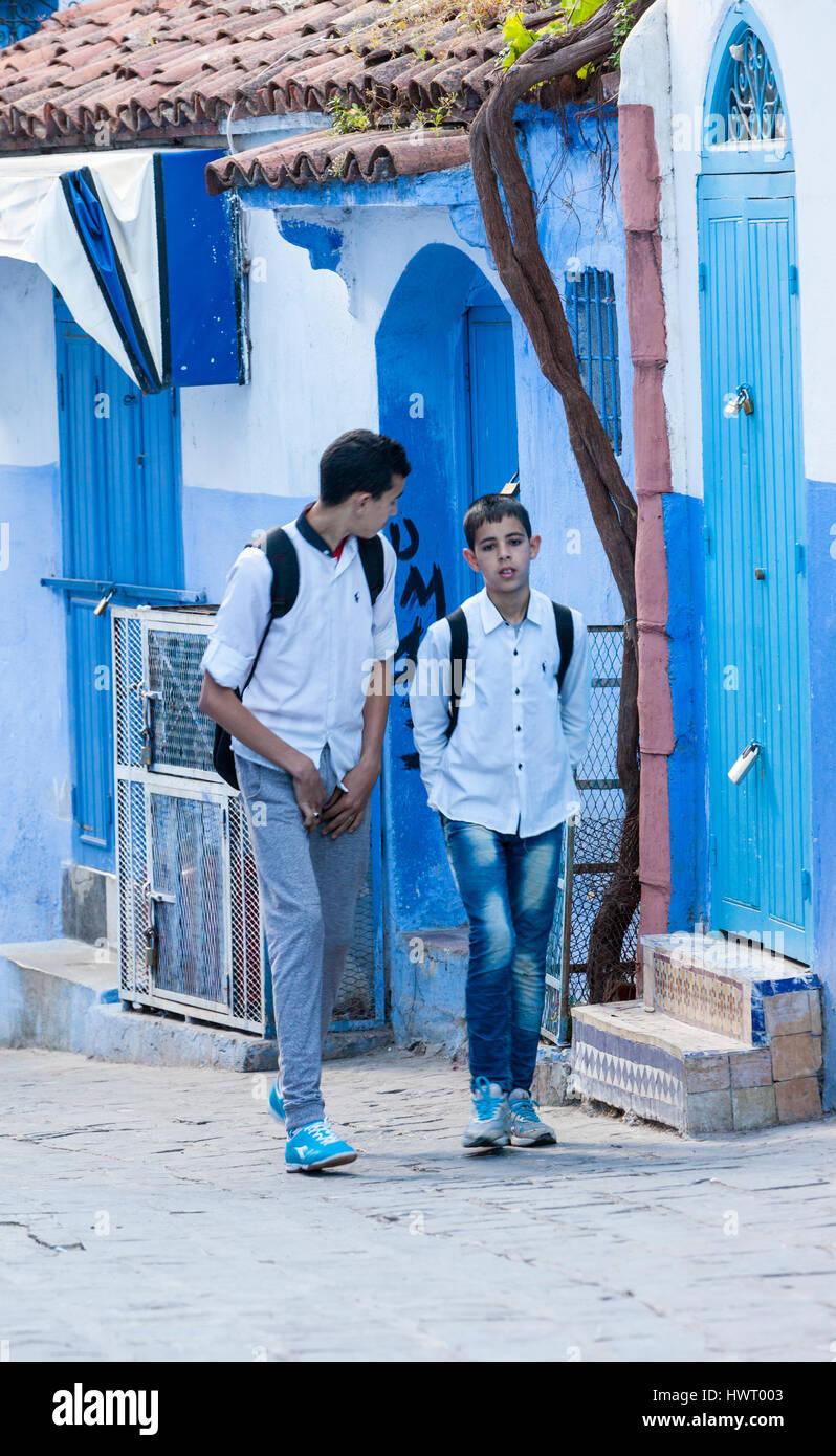 Jungs außerhalb der schule kennenlernen