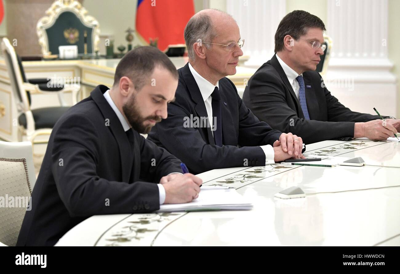Moskau, Russland. 23. März 2017. BASF-Gruppe-Chef Kurt Bock, Center und BASF Chief Financial Officer Hans-Ulrich Stockbild