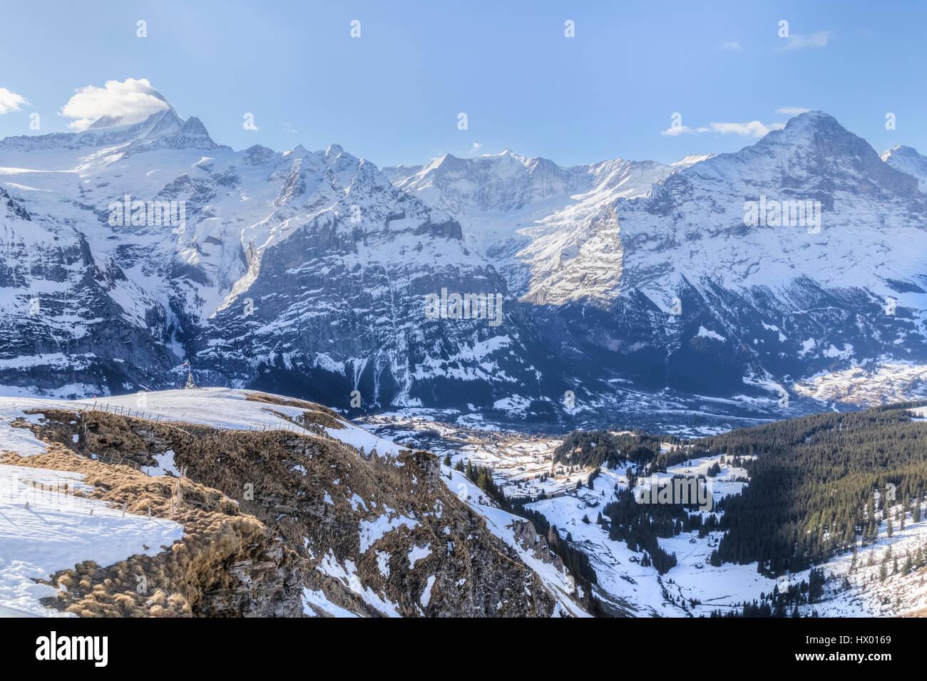 Panoramablick über die Gipfel in der Nähe von Grindelwald, Bern, Schweiz Stockbild
