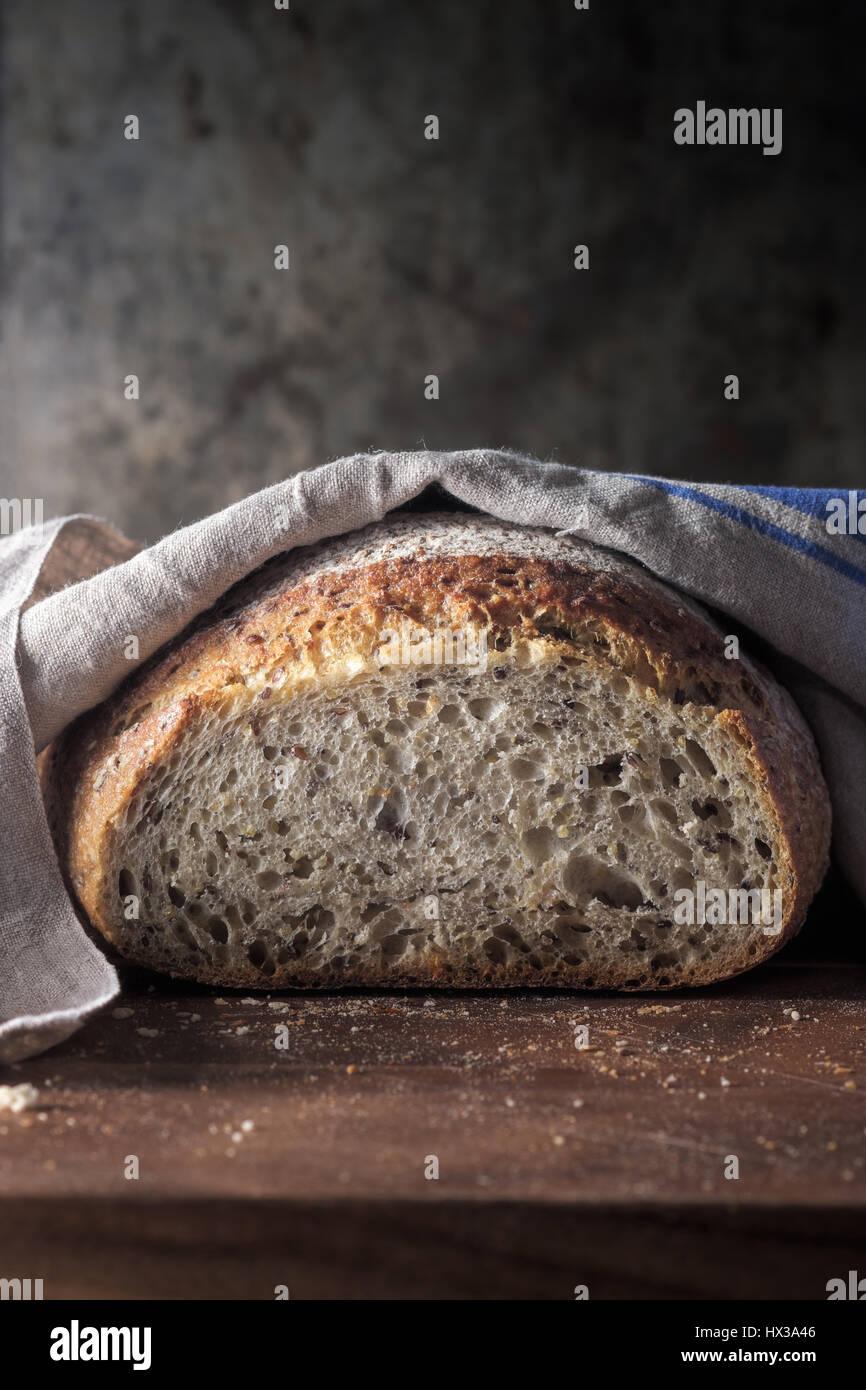Frisch gebackene Vollkorn Brot Stockbild