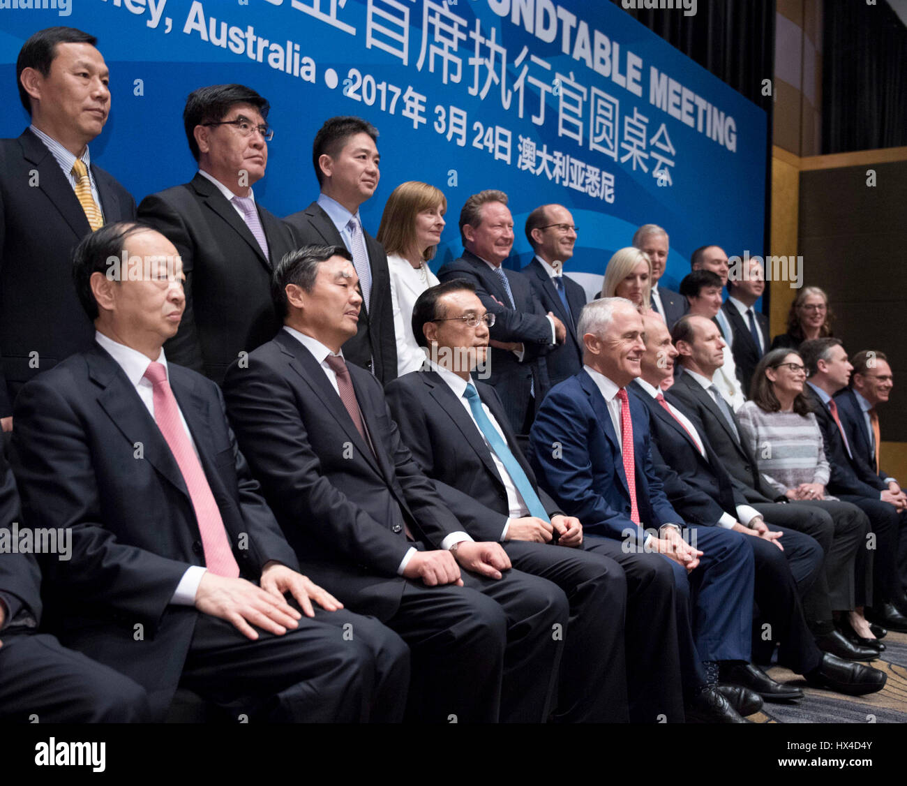 Sydney, Australien. 24. März 2017. Der chinesische Ministerpräsident Li Keqiang (3. L Front) und australische Premierminister Malcolm Turnbull (4. L Front) besuchen das Australien-China CEO Roundtable treffen in Sydney, Australien, 24. März 2017. Bildnachweis: Li Xueren/Xinhua/Alamy Live-Nachrichten Stockfoto