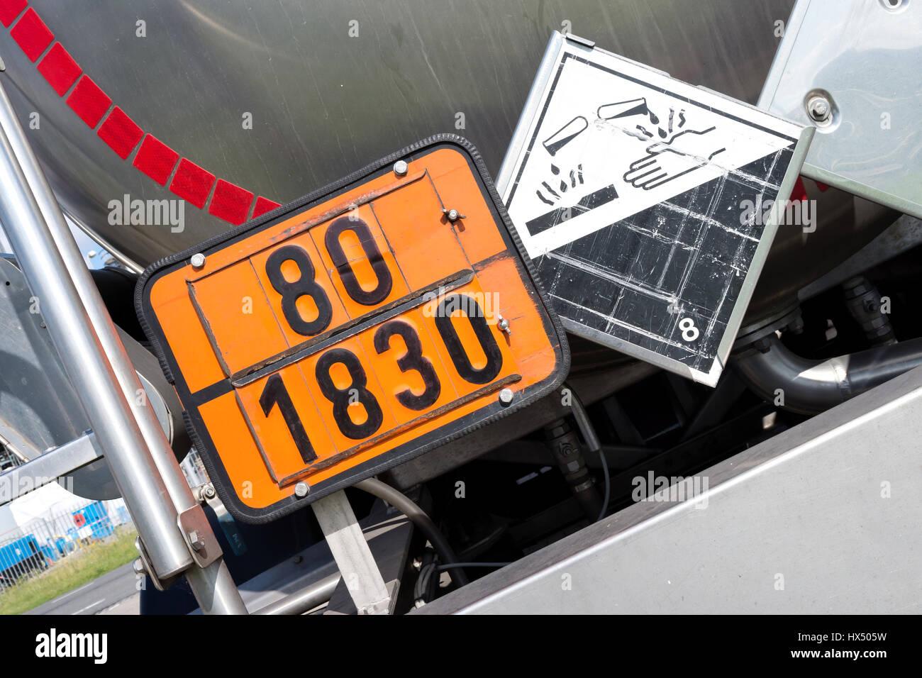 Orange Farbige Teller Mit Gefahr Identifikationsnummer 80 Und Un