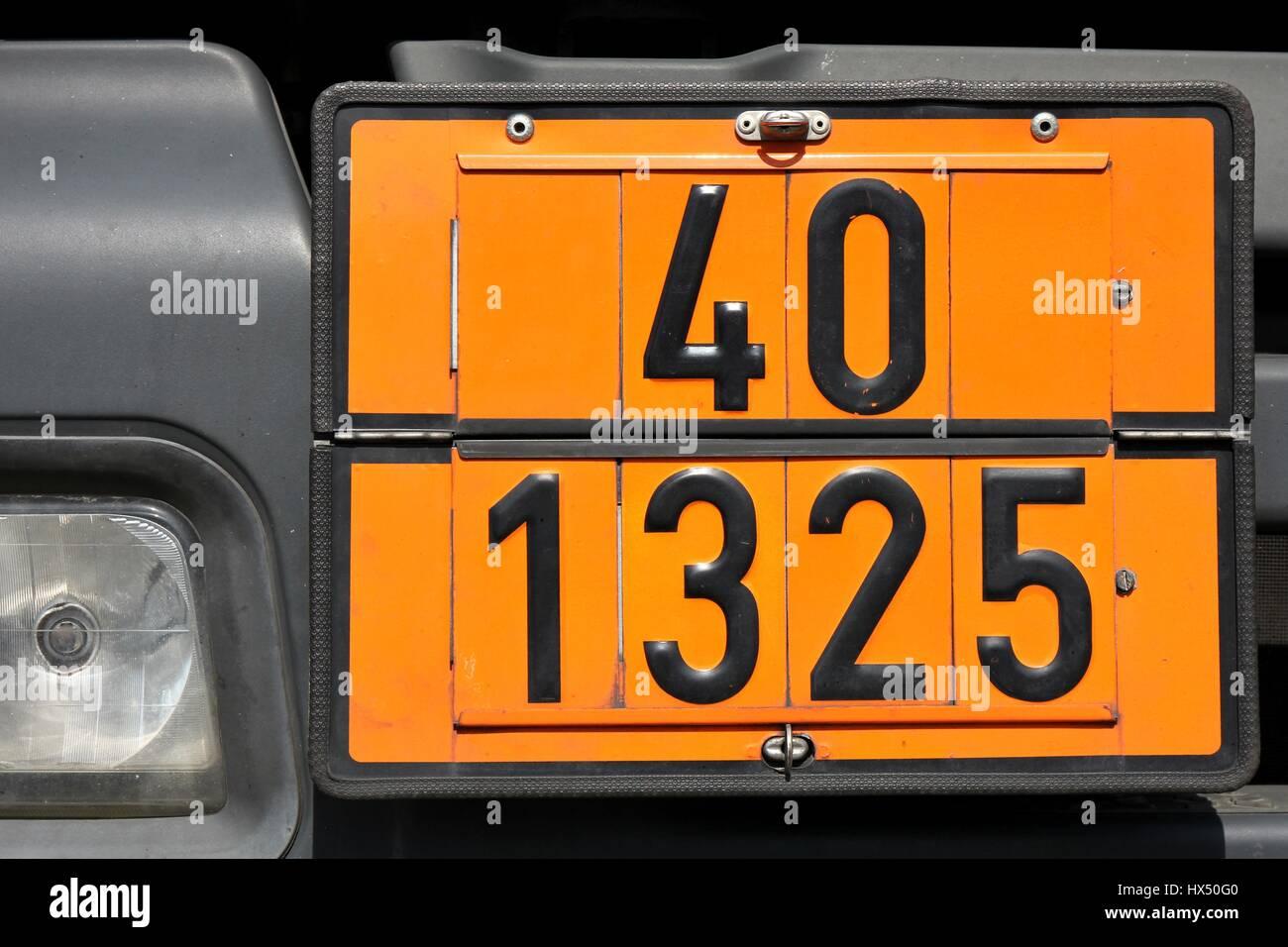 Orange Farbige Teller Mit Gefahr Id Nummer 40 Und Un Nummer 1325