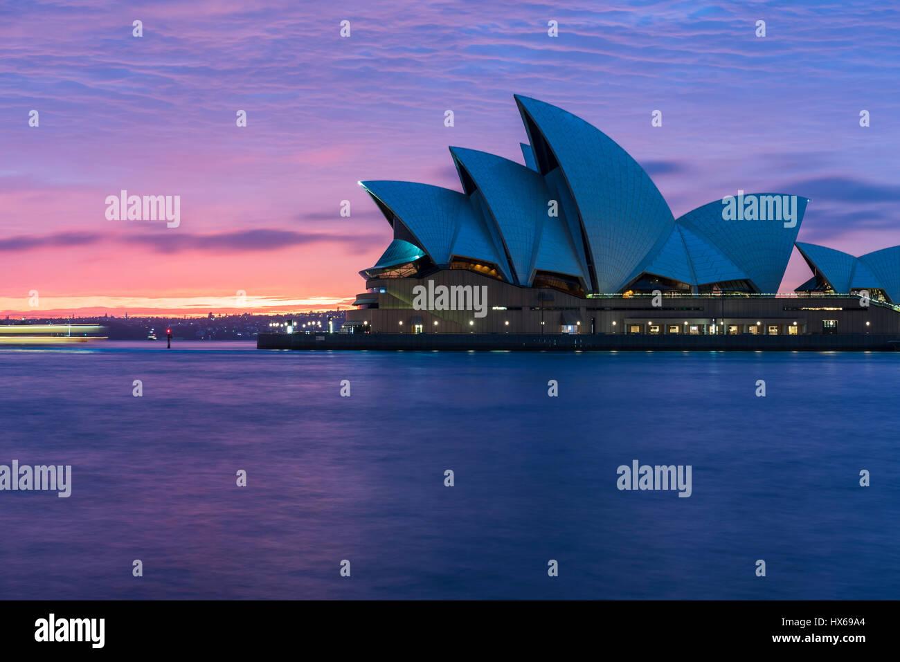 Sydney Opera House in der Morgendämmerung Stockbild