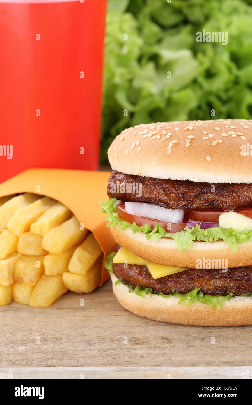 Doppelt schnell Burger Hamburger und Pommes frites Menü Mahlzeit Combo Essen Cola trinken Stockbild