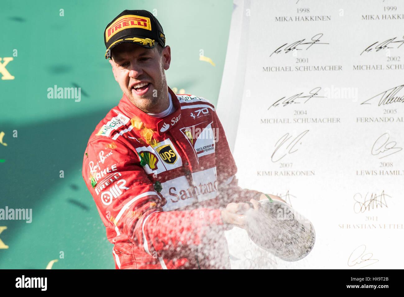 Melbourne, Australien. 26. März 2017. Scuderia Ferrari deutschen Fahrer Sebastian Vettel feiert während der Preisverleihung Stockfoto