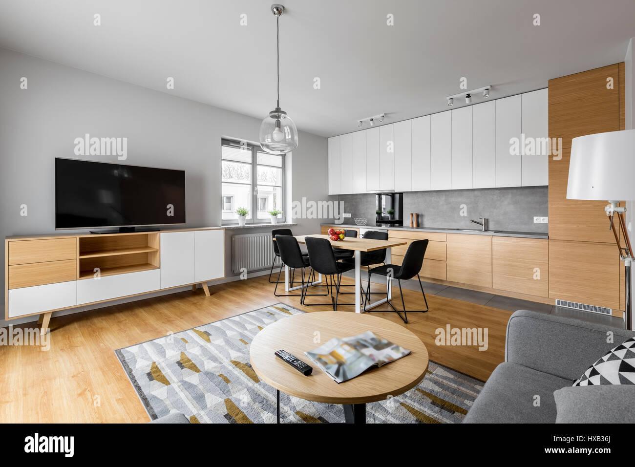 Moderner offener Raum Küche mit Wohnzimmer und großer ...