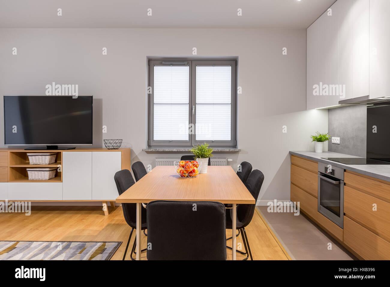 Modernen Offenen Raum Wohnung Mit Küche, Esszimmer Und Wohnzimmer Verbunden