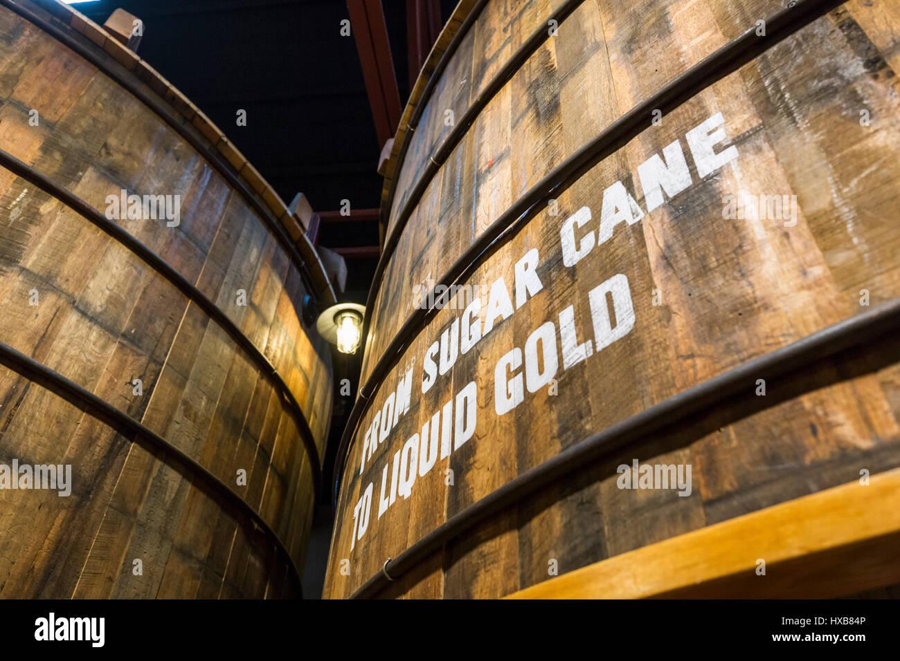 Rum Lagerung Bottiche Convetered Geschichte weist in der Bundaberg Rum-Museum-Erfahrung.  Bundaberg, Queensland, Stockbild