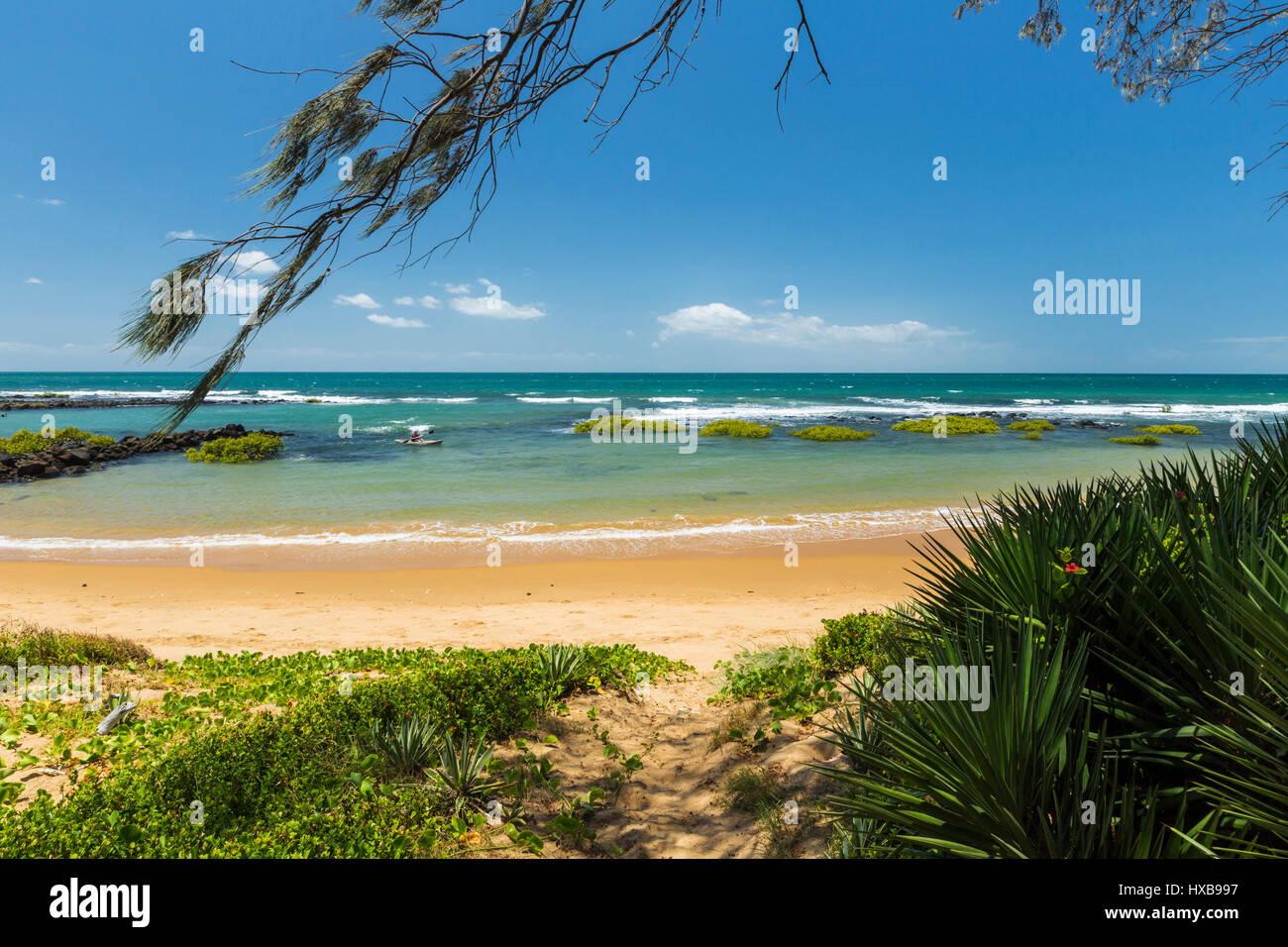Blick entlang Bargara Strand bei Sonnenaufgang, Bundaberg, Queensland, Australien Stockbild