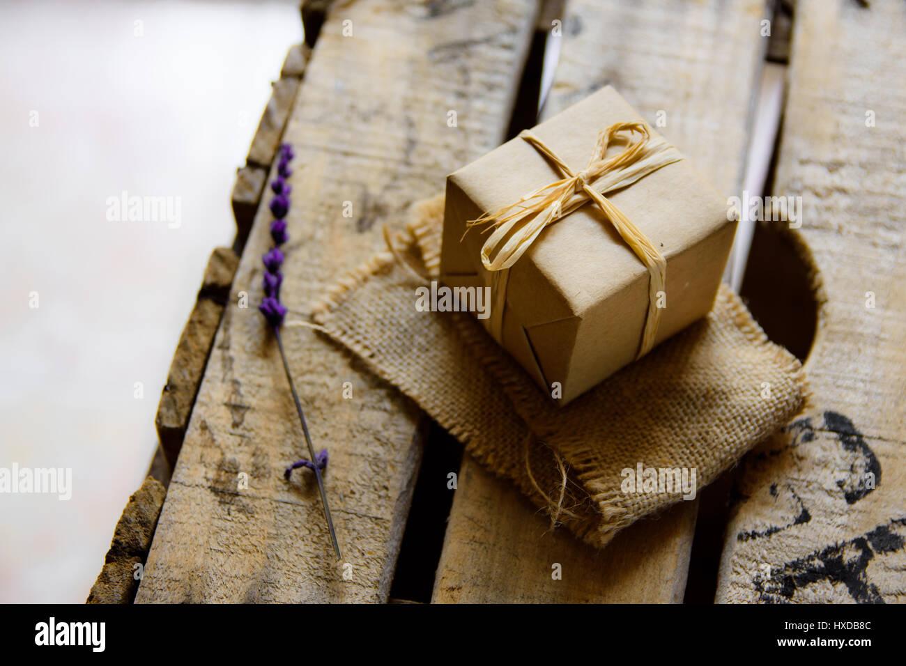 Geschenkbox Verpackt In Handwerk Papier Auf Leinwand Tuch Vintage