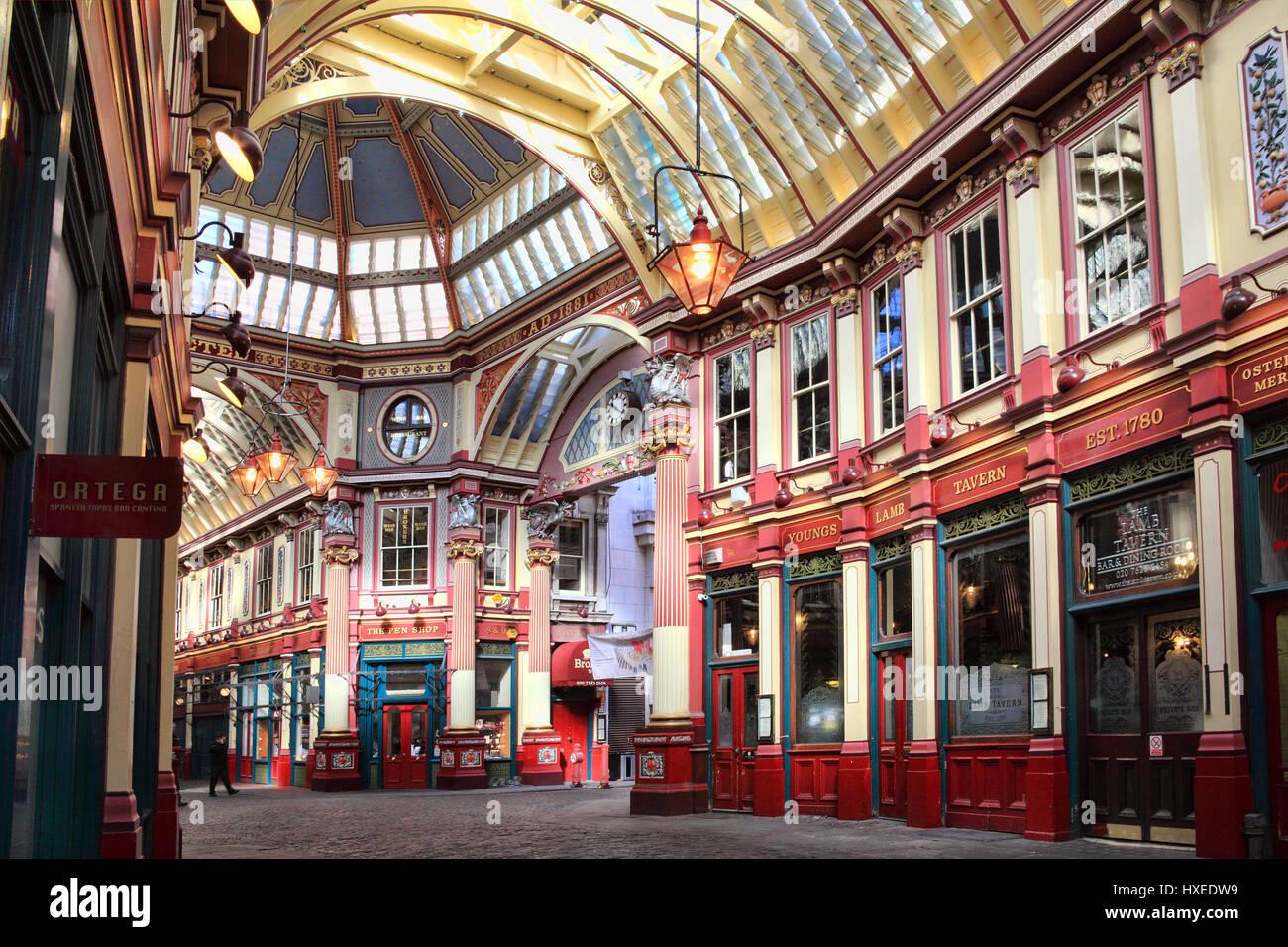 London, UK, 19. März 2011: Leadenhall Market in Gracechurch Street hat eine gedeckte Dach und vertreibt hauptsächlich Stockbild