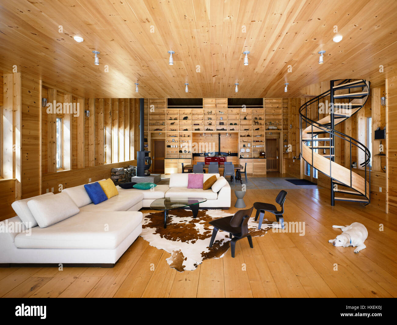 Living Room Spiral Staircase Wood Stockfotos & Living Room Spiral ...