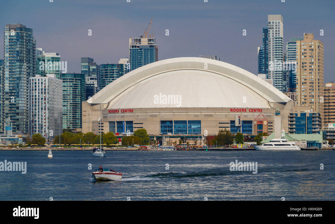Das Rogers Centre am Queens Quay am Lake Ontario, Toronto, Ontario, Kanada. Stockbild