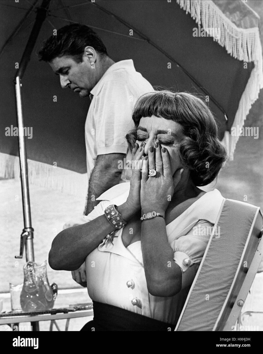 BETTE DAVIS DEAD RINGER; TOTEN BILD (1964) Stockbild