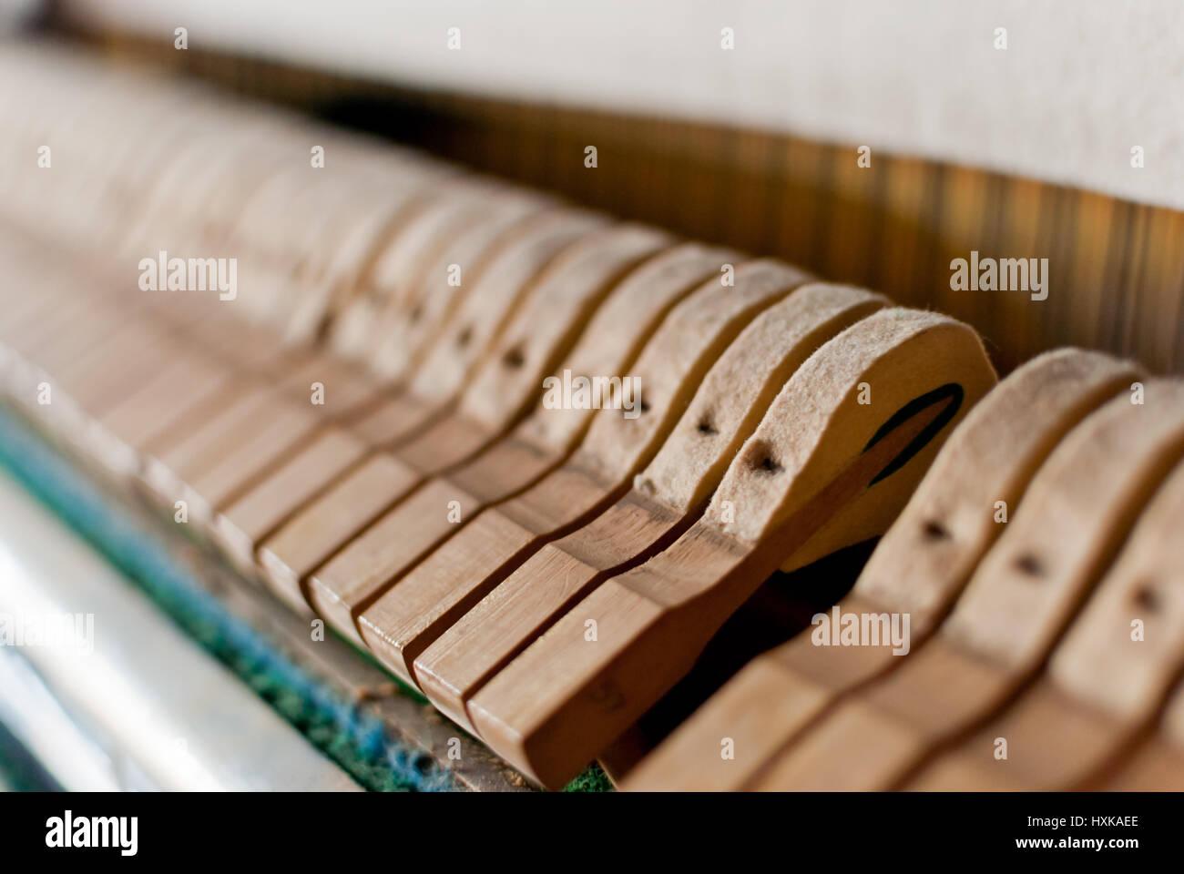 Aufrechte schwarze Klavier Hammer detail Stockbild