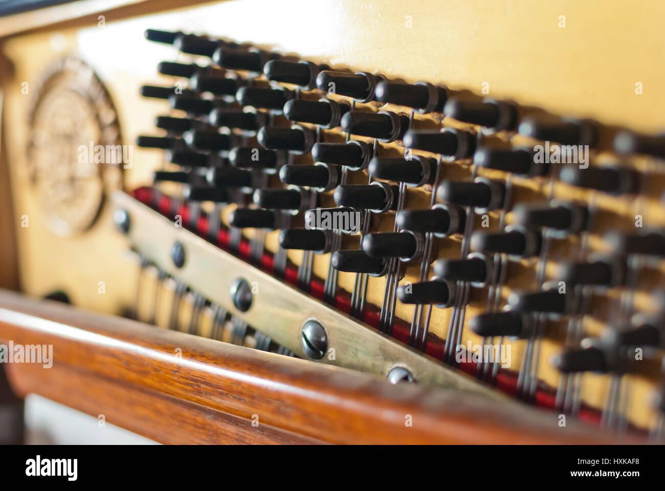 Upright Piano Heringe detail Stockbild