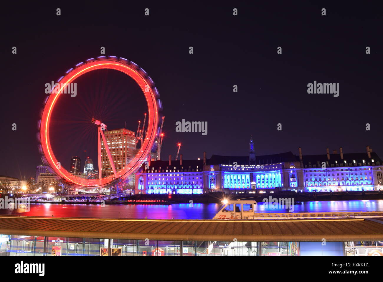 London Eye bei Nacht Stockbild