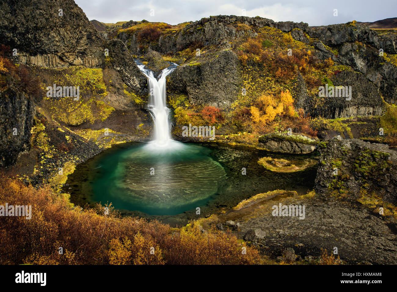 Gjainfoss Wasserfall Und Pool Im Herbst Island Stockfoto Bild