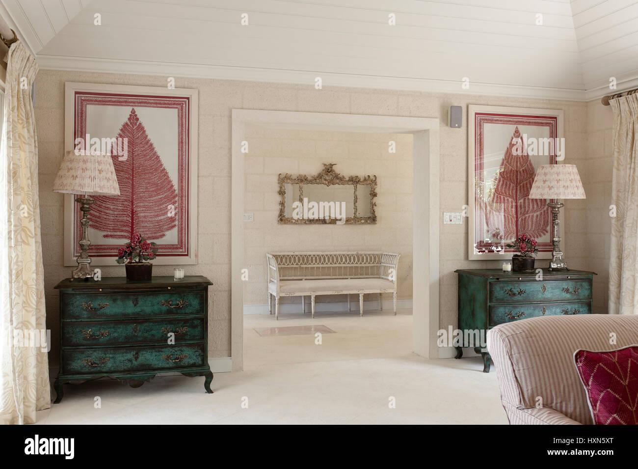 Rot Und Weiss Wohnzimmer Mit Lampen Stockfoto Bild 136919296 Alamy
