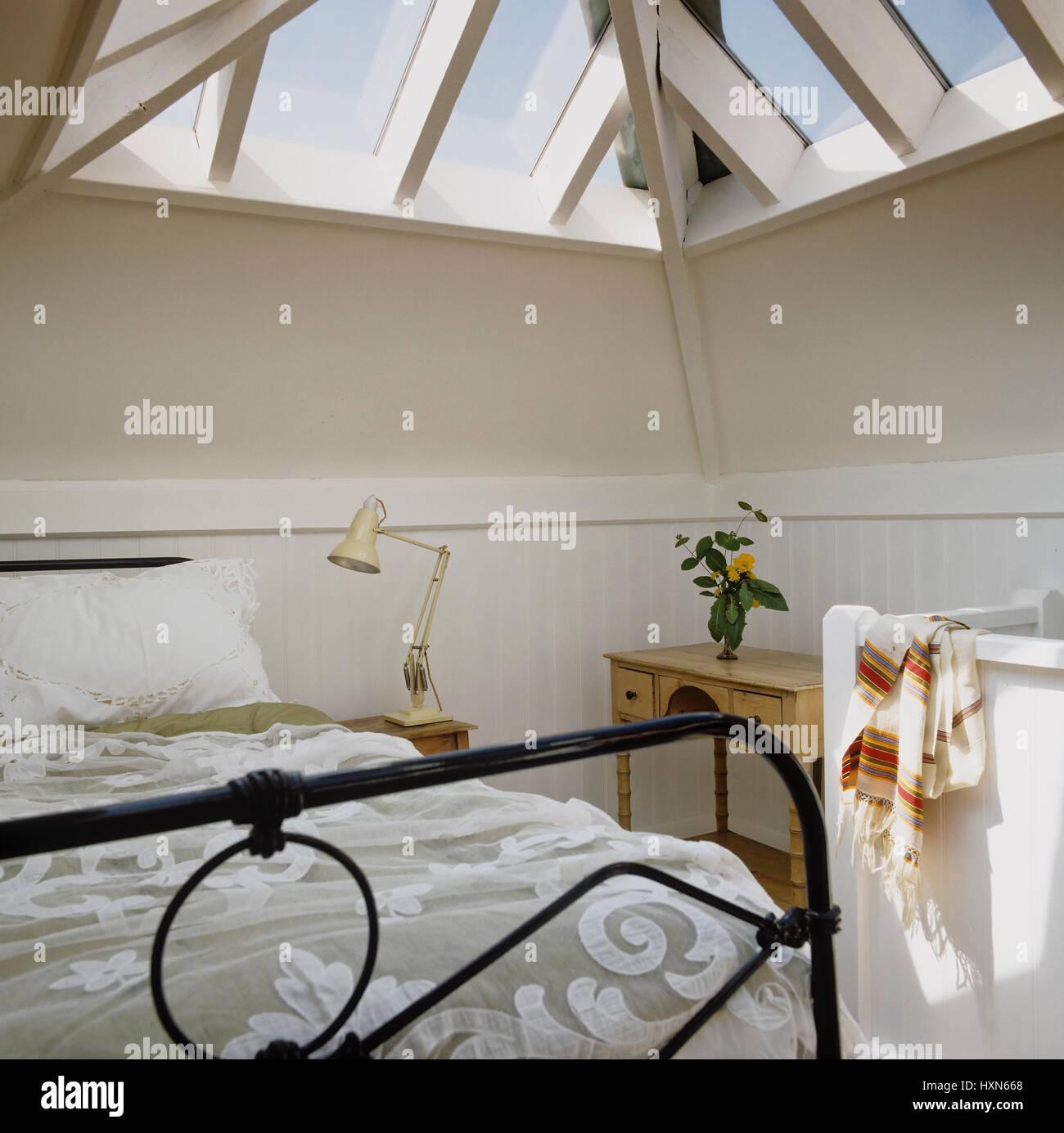 Metal Bed Stockfotos & Metal Bed Bilder - Alamy