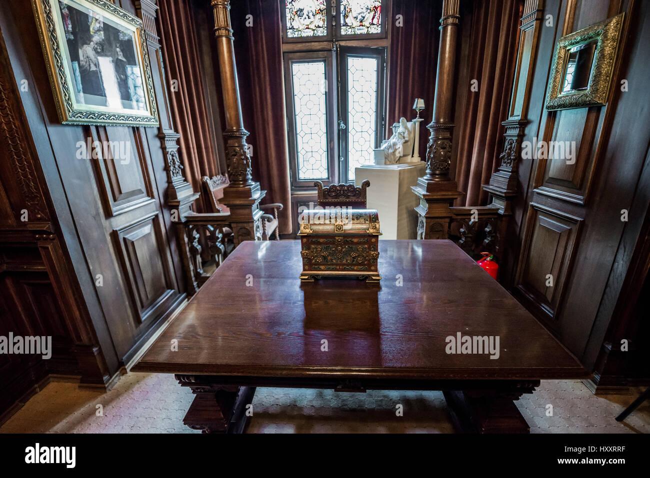Kleines Zimmer Mit Einem Schreibtisch In Peles Schloss Ehemalige