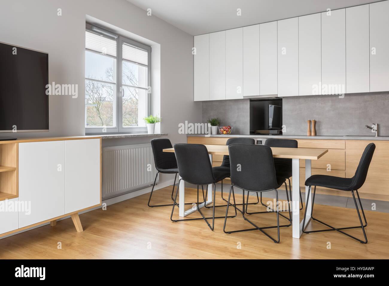 Grauen Und Weißen Apartment Mit Küche Offen Zum Wohnzimmer Tv
