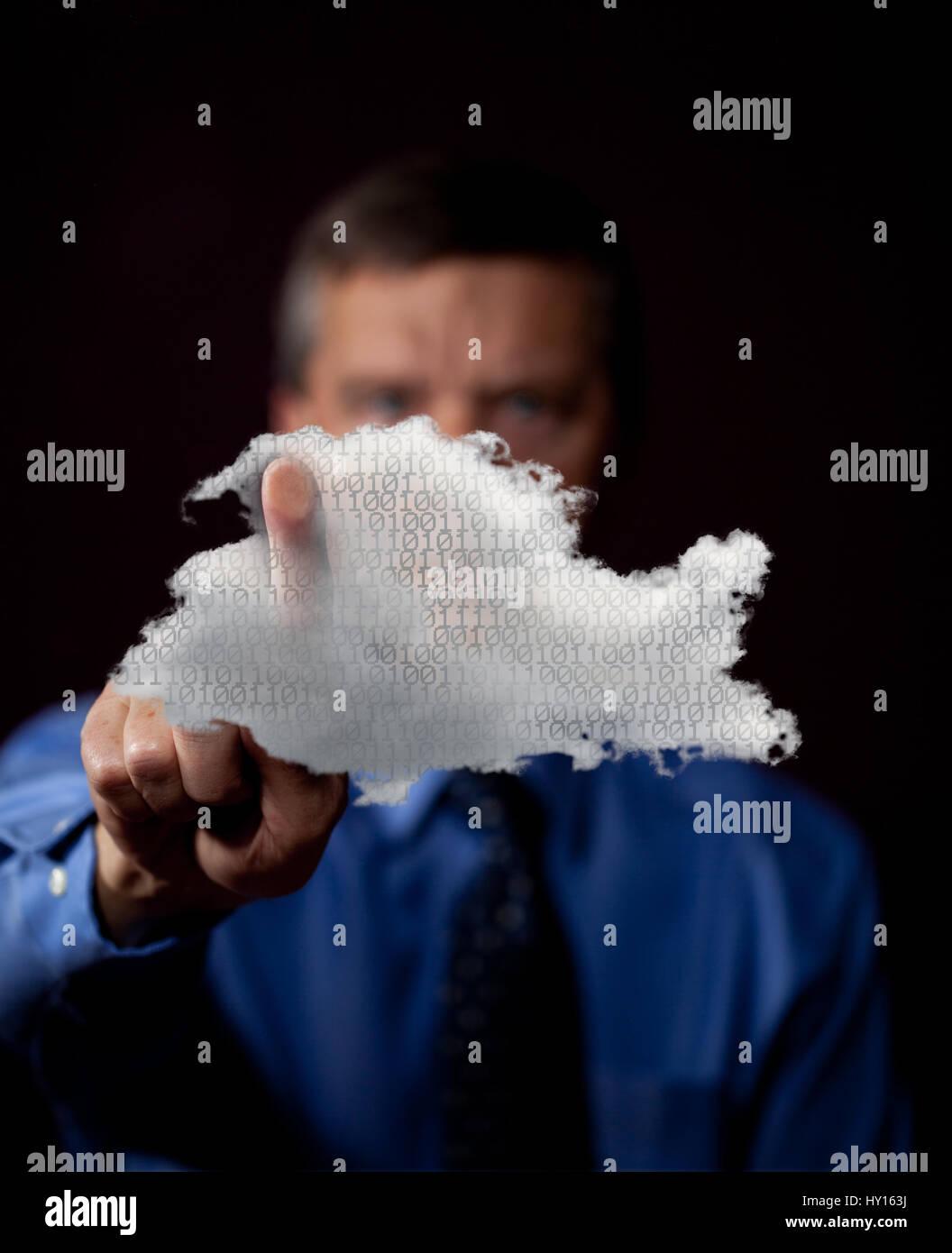 Unternehmer, die Zugriff auf eine Cloud-computing-Netzwerk - Cloud-computing-Konzept Stockbild