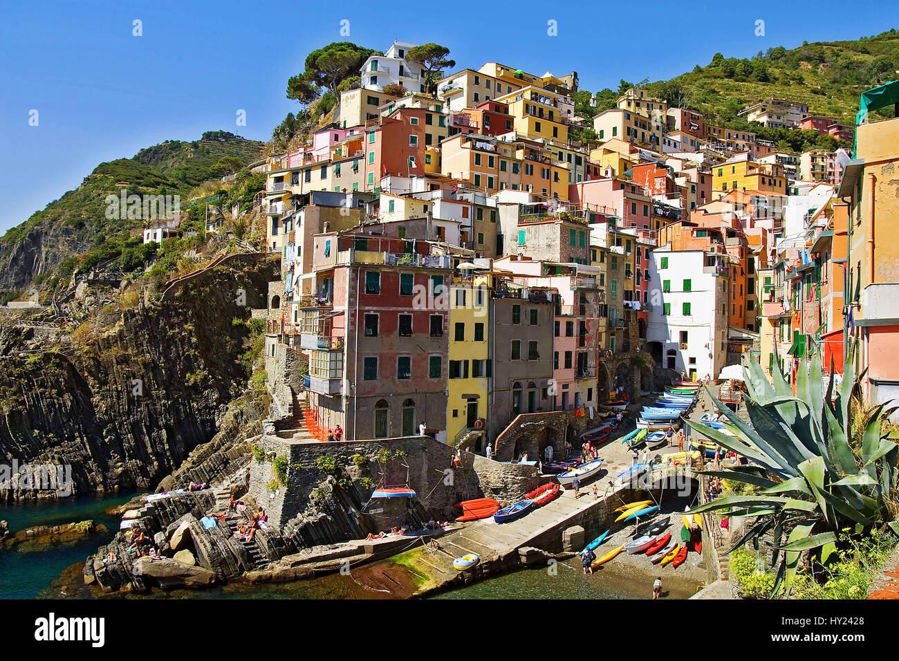 Blick schlug Das Dorf Riomaggiore, Ein Bekanntes Reiseziel Im Parco Naturale Cinque Terre in Den Ligurischen Kueste, Stockbild