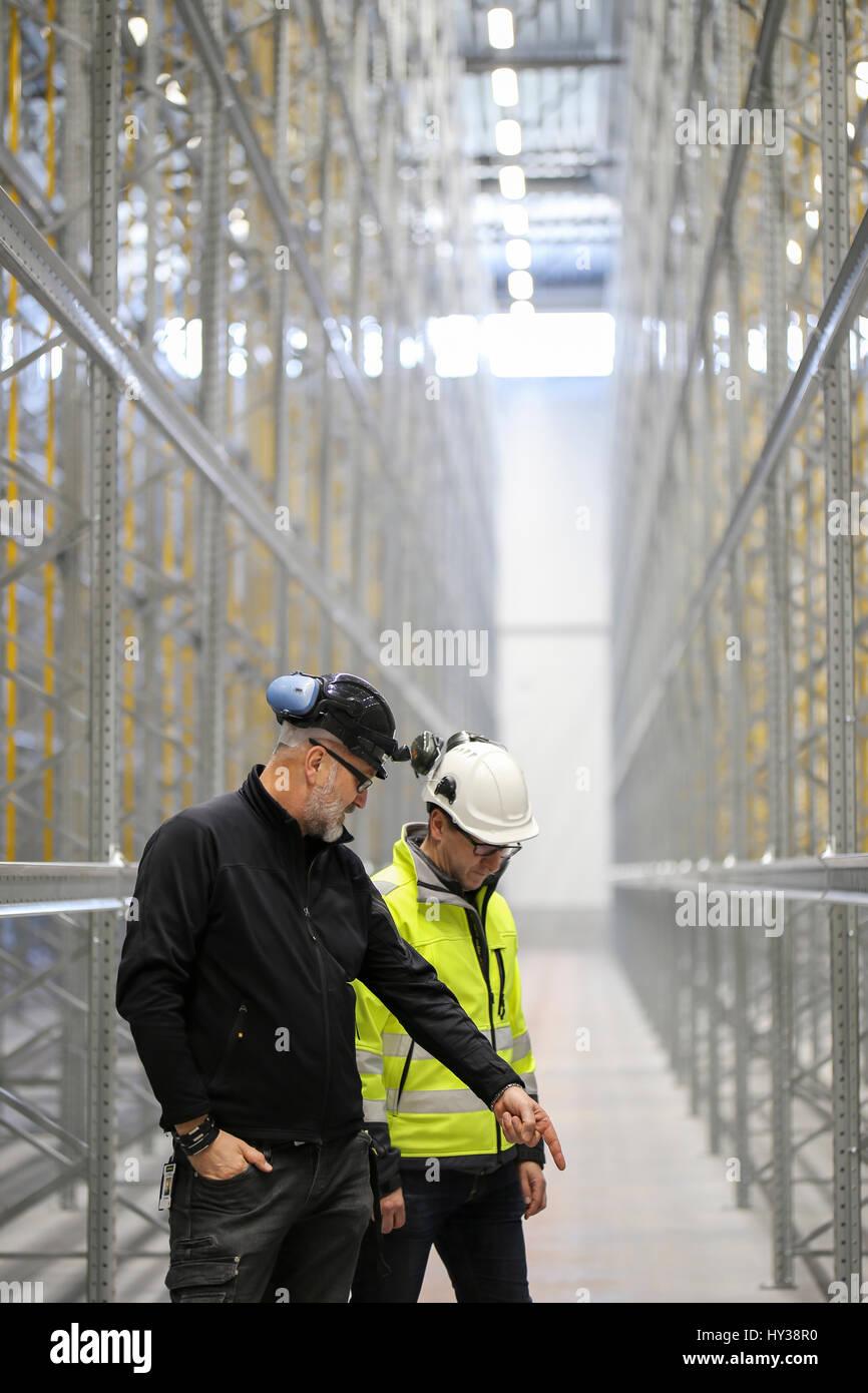 Schweden, reife Männer auf der Baustelle Stockbild