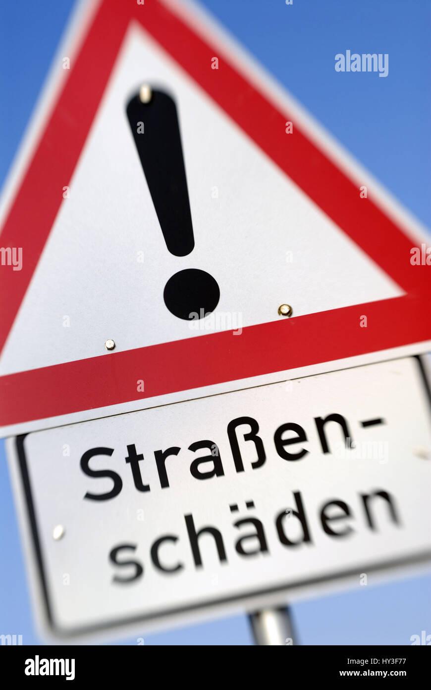 Warnung Straße Schäden, Warnschild Straßenschäden Stockfoto