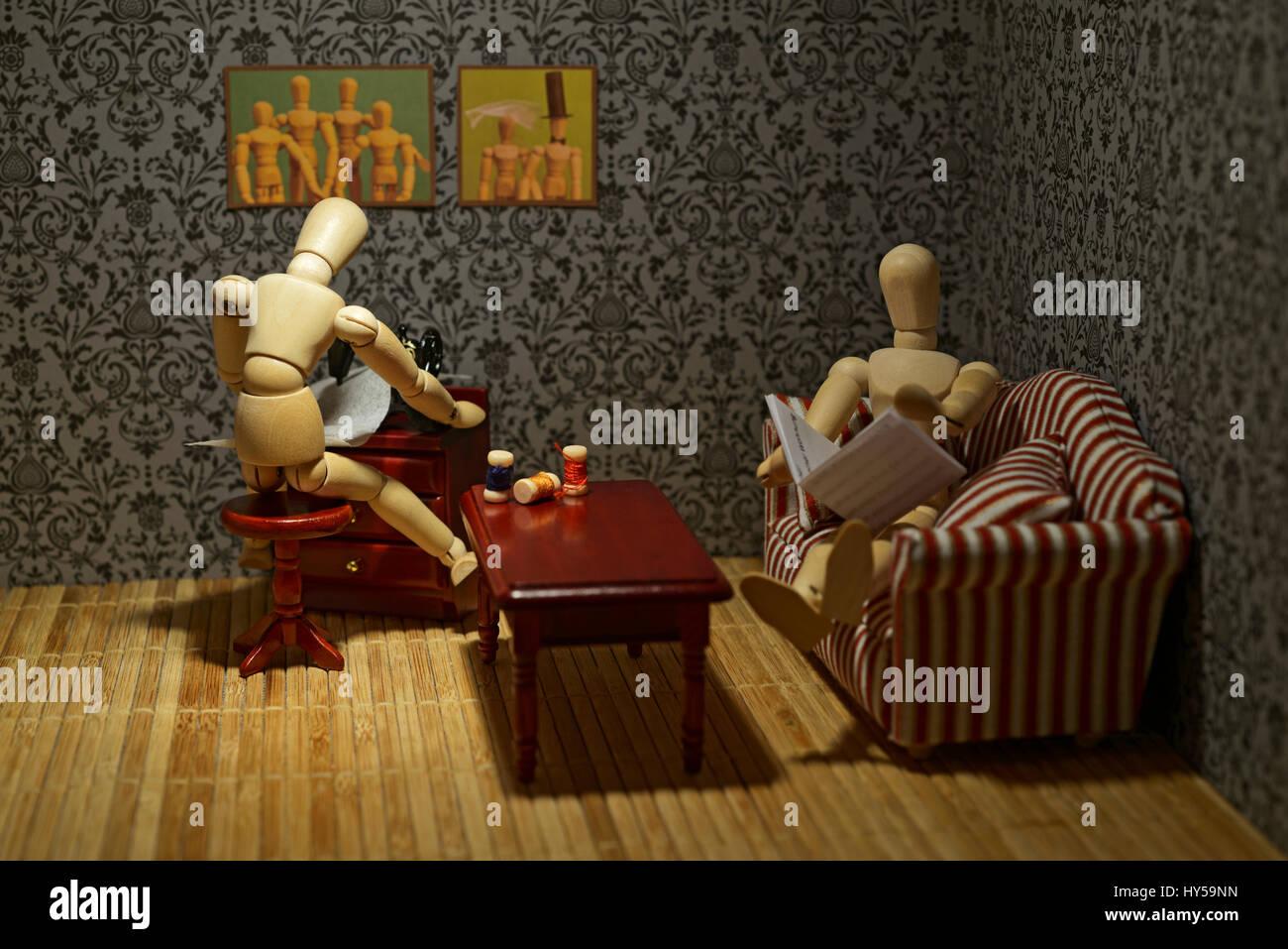 Das Leben von Holzfiguren - Familie leben, Alltag Stockbild
