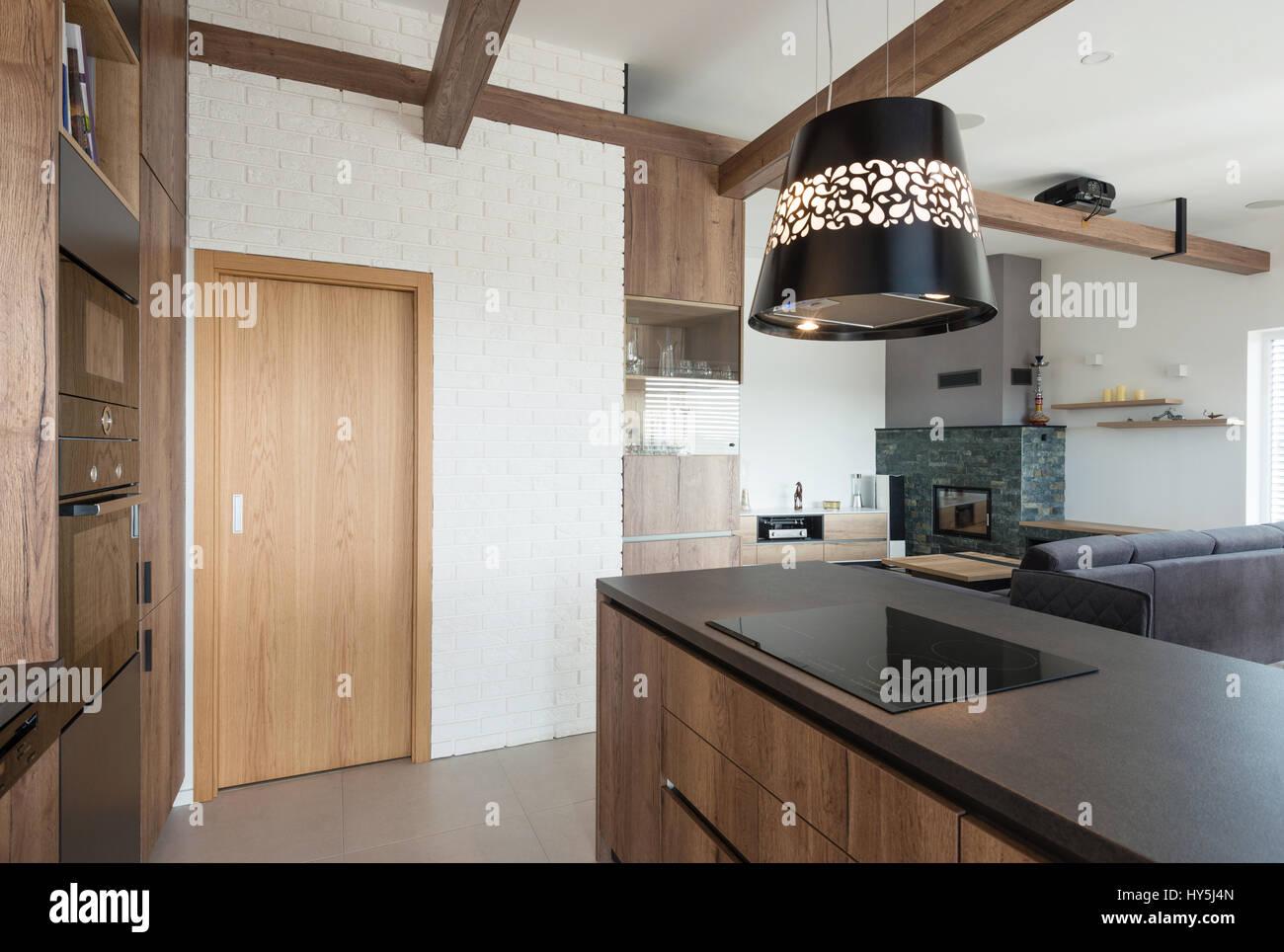 modernen haus gro er offener raum die k che mit wohnzimmer verbinden stockfoto bild. Black Bedroom Furniture Sets. Home Design Ideas