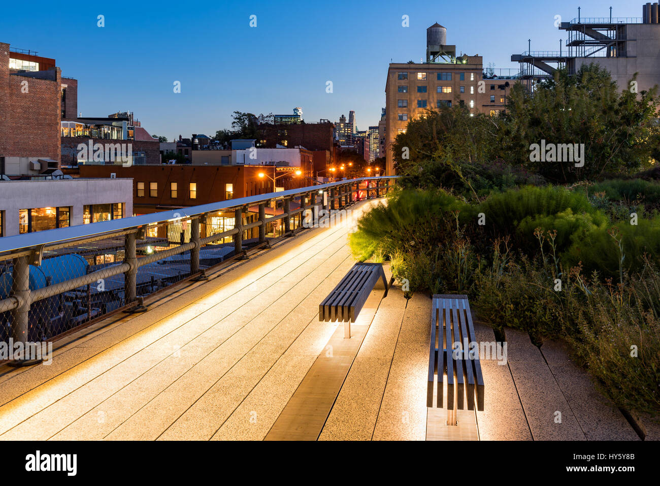 Die Highline bei Dämmerung, West Village, Manhattan, New York City Stockbild