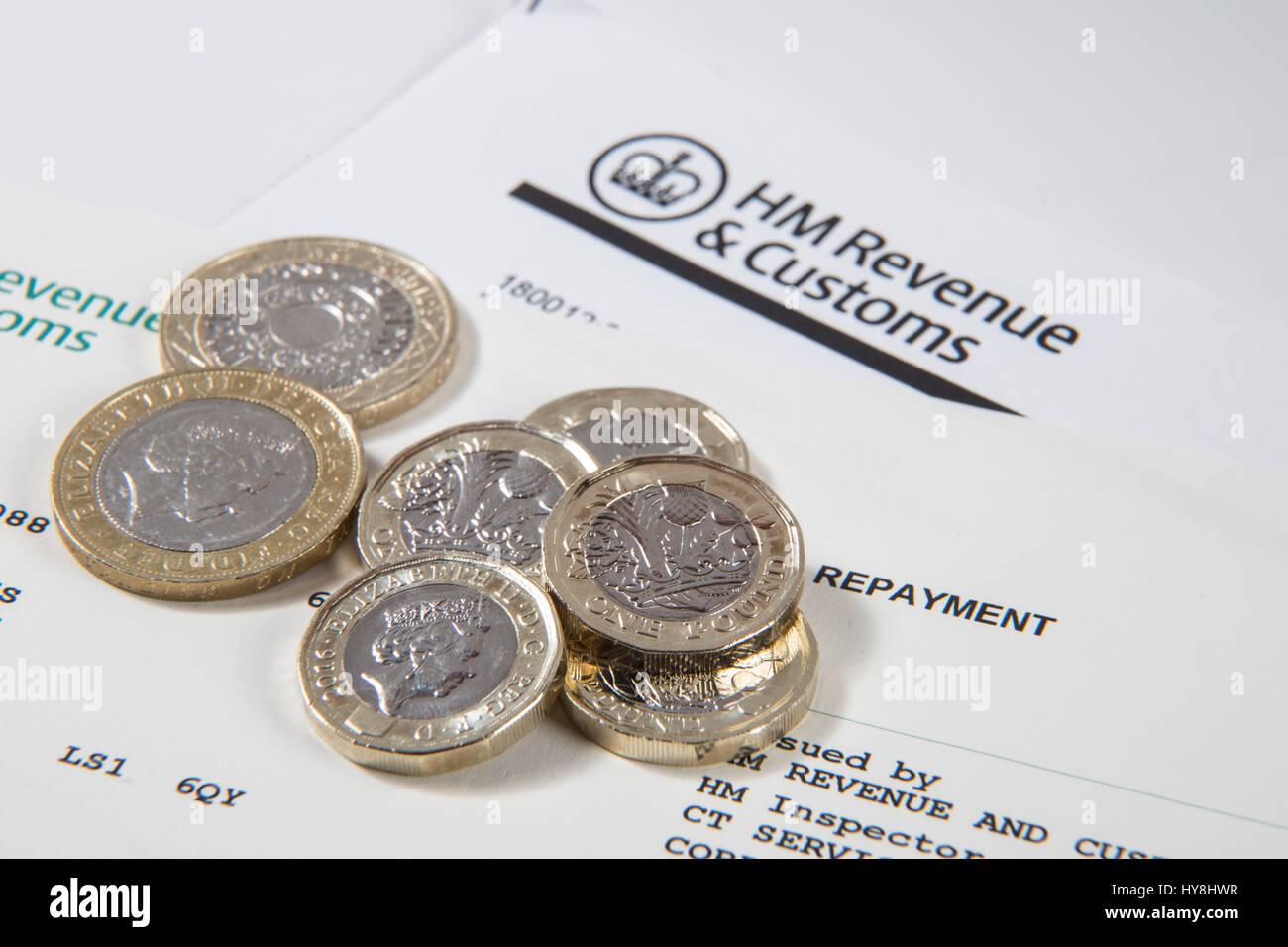 Neue 1 Pfund Münzen 2 Pfund Münzen Und 5 Pfund Noten Auf Eine Hm