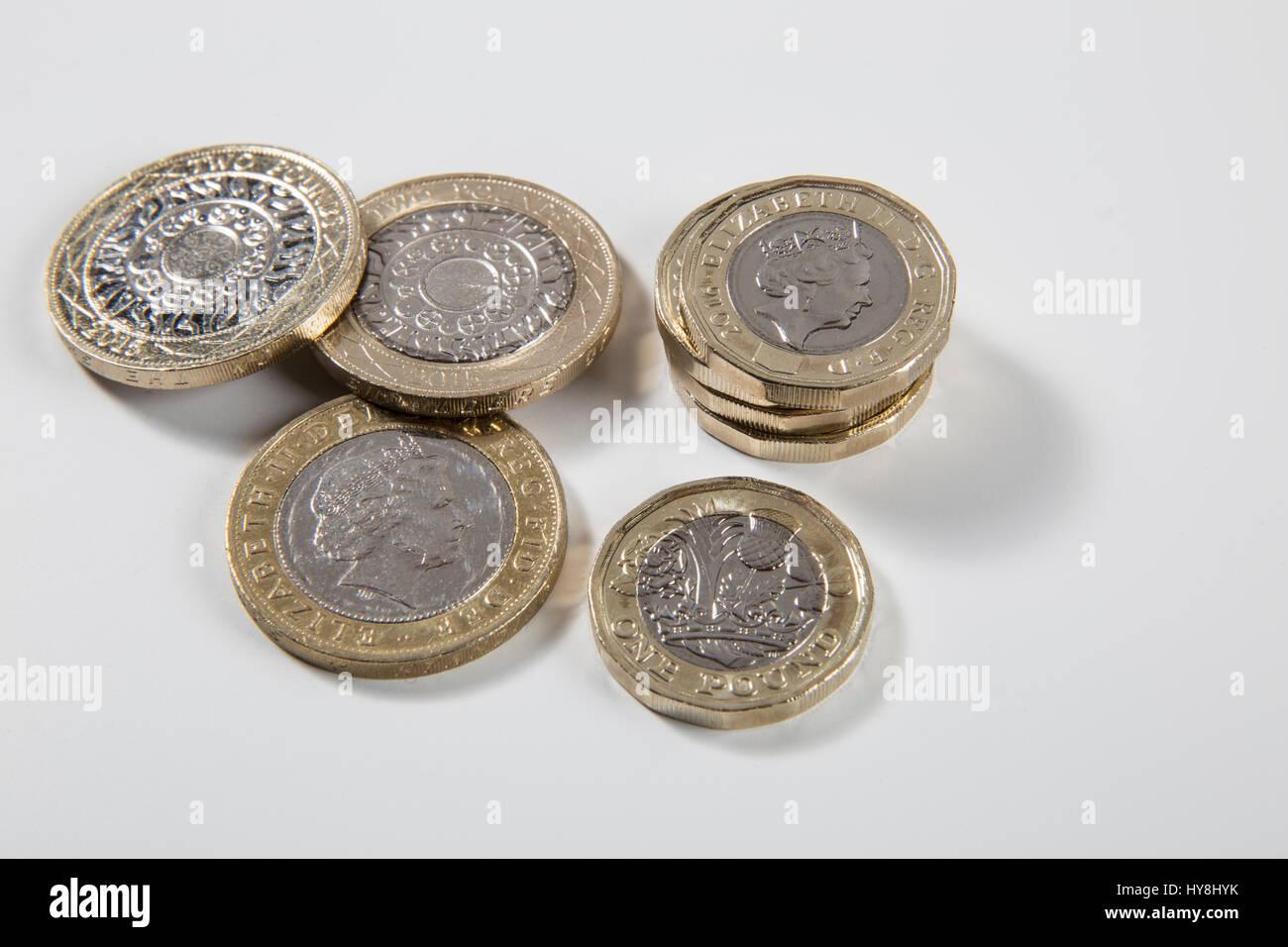 Neue 1 Pfund Münze Und 2 Pfund Münzen Stockfoto Bild 137258007