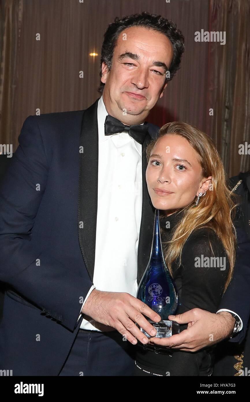 Kauf Ny Usa 1 April 2017 Mary Kate Olsen Olivier Sarkozy